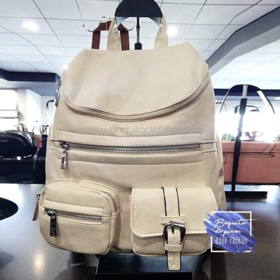 bolso mochila con bolsillos beige