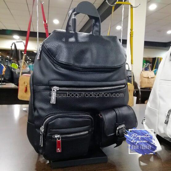 bolso mochila con bolsillos negro