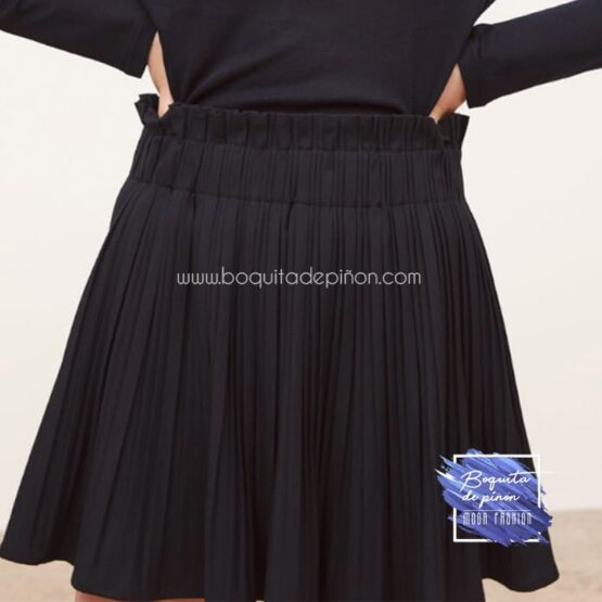 falda corta plisada negra