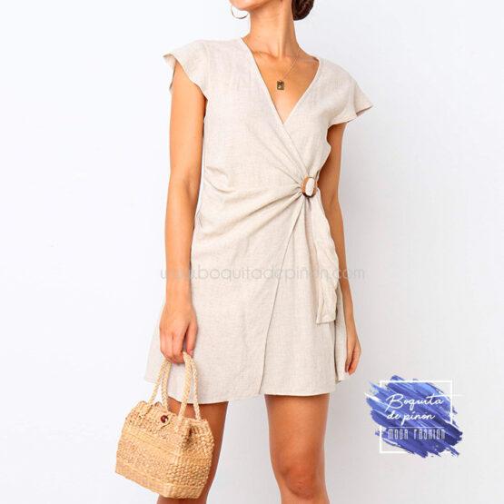 vestido corto cruzado con hebilla beige