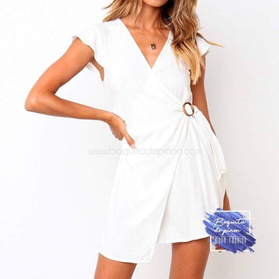 vestido corto cruzado con hebilla blanco