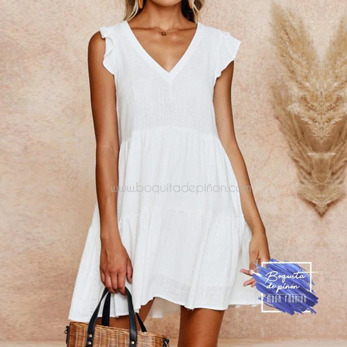 vestido corto con vuelo blanco