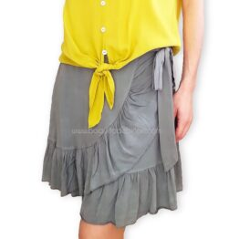 falda corta con nudo